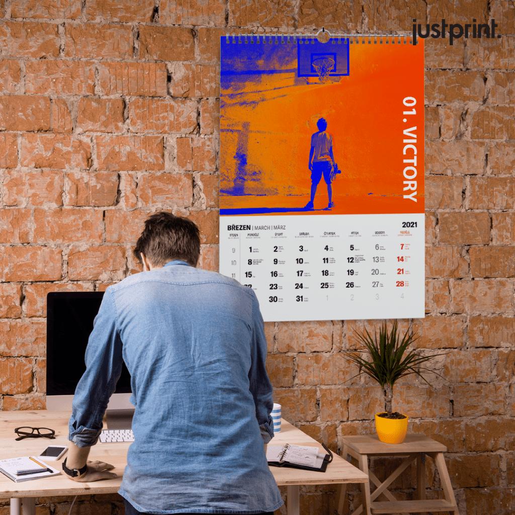 Nástěnný kalendář se spirálou
